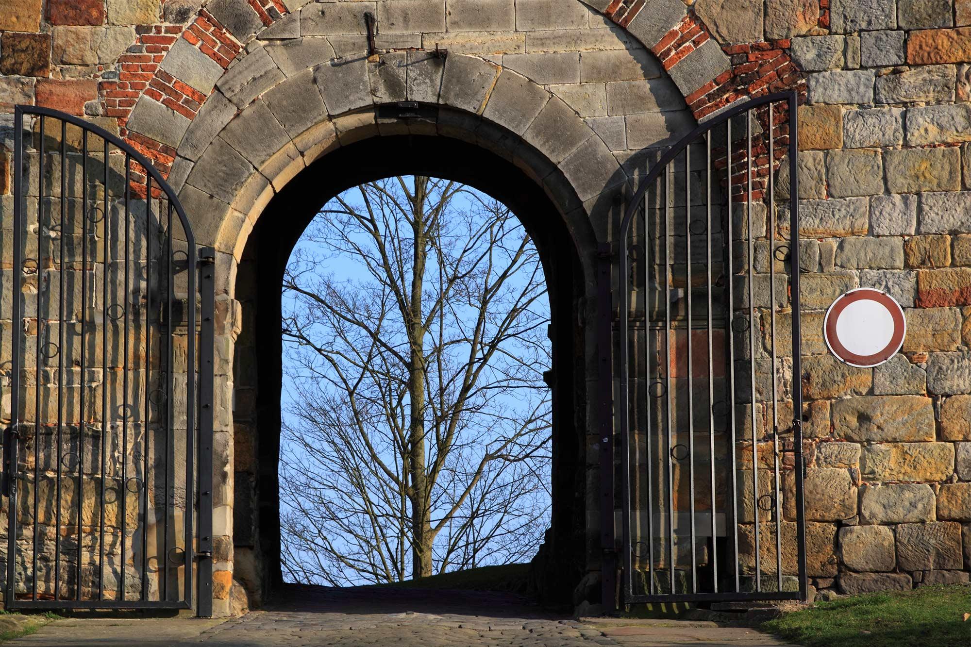 Unteres Tor an der Auffahrt zur Burg Bentheim ©Thomas Wallmeyer
